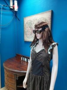 Mannekin in steampunk goggles